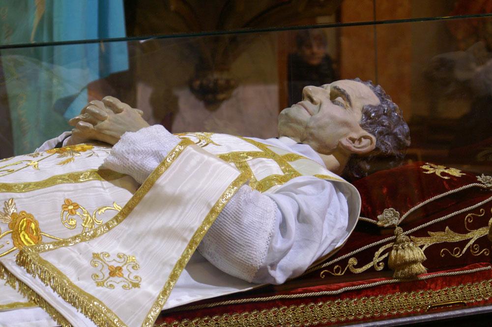 L'urna con le reliquie di San Giovanni Bosco