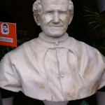 Il busto di don Bosco in piazza Oratorio don Bosco ad Occimiano