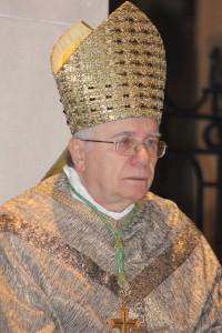 """04-04-2013 il vescovo alceste catella in duomo per il gioved"""" santo"""