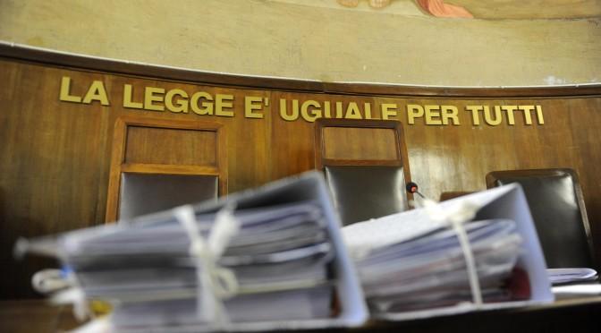 I verbali dell'udienza nel processo sui diritti tv Mediaset, per i diritti televisivi, al tribunale di  Milano in una foto d'archivio. ANSA / MILO SCIAKY
