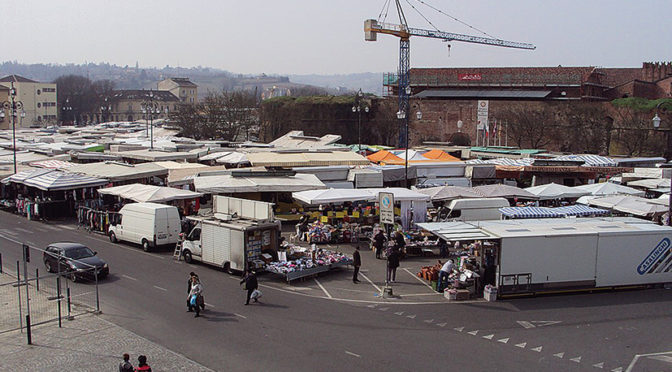 pag-12-mercato-piazza-castello