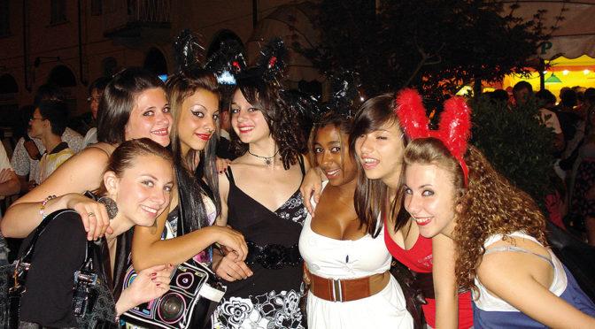 08-07-2010 notte bianca a casale divertimento migliaia di persone per le vie del centro