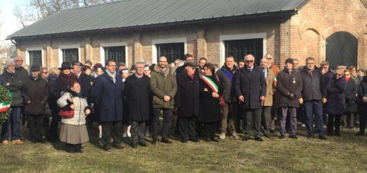 Le autorità presenti alla commemorazione per la Banda Tom
