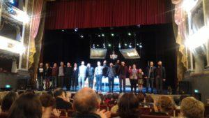 attori sul palco del Municipale