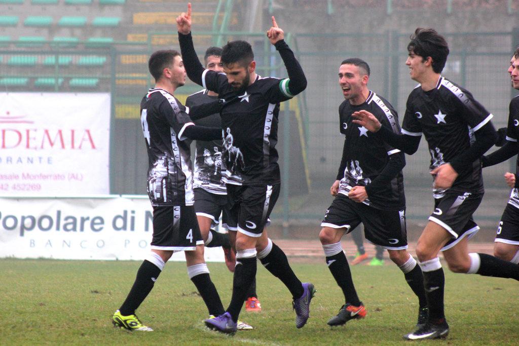 Luca Mazzucco festeggia il gol