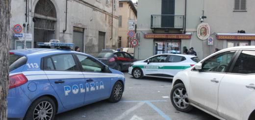 Sul posto dell'accoltellamento Carabinieri, Polizia e Polizia Locale