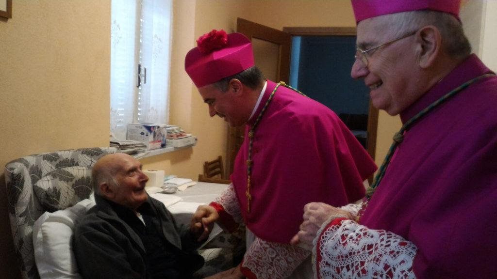 il vescovo monsignor gianni sacchi e alceste catena hanno fatto visita a don pierino calò