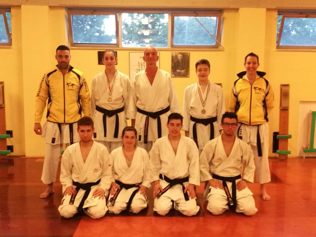 gli atleti della Yudanshakai Casale di karate