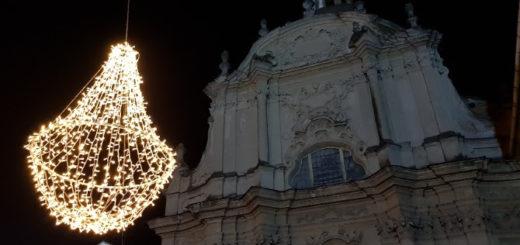 luci davanti a chiesa di Santa Caterina