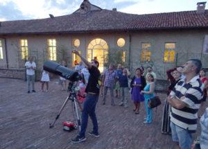 telescopio e gente al Castello di Casale