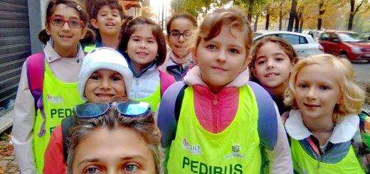 bambini e genitori del Pedibus