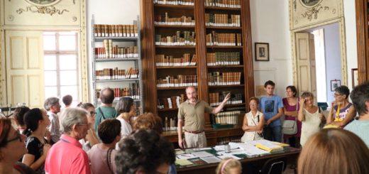 foto di repertorio di una visita guidata in Biblioteca