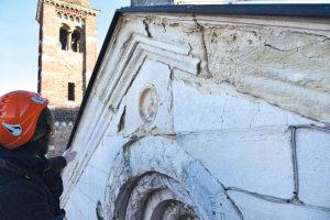 duomo cattedrale facciata decorazioni sgretola