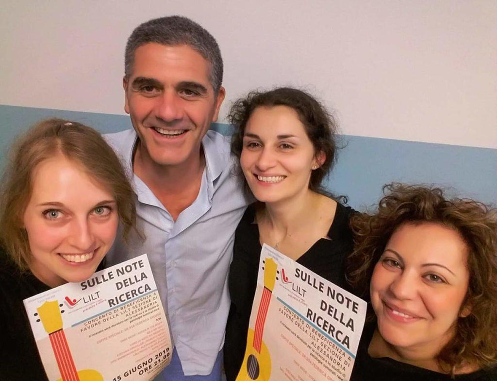 Stefania Crivellari (prima da sinistra) e infermiere e dottore dell'unità Mesotelioma Melanoma e Sarcoma