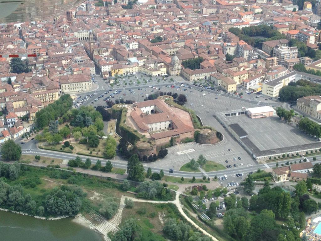 veduta dall'alto del castello di casale