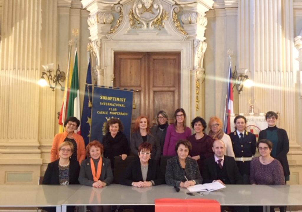 Fotografia inerente all'atto di sottoscrizione del protocollo