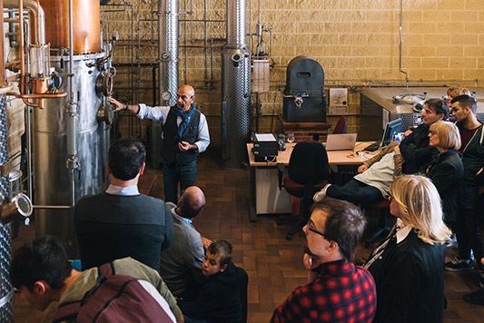 tour in distilleria