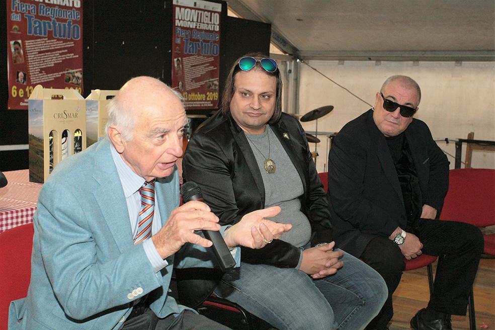 """il giornalista e imprenditore Maurizio Scandurra eletto cittadino onorario a Montiglio, accanto ad Antonio Lubrano e Balerio Liboni de """"I nuovi angeli"""";"""