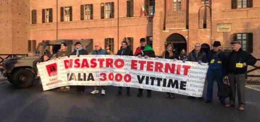 Disastro Eternit: striscione davanti a Tribunale di Vercelli