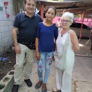 I monferrini Mario e Lorella con Josselin che ha ricevuto una borsa di studio