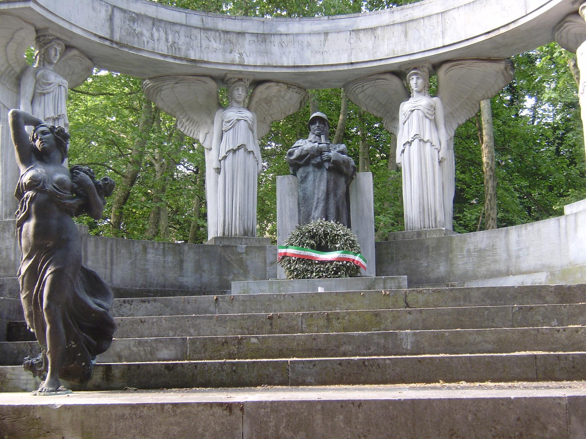 commemorazione del 25 aprile giorno della liberazione deposizione della corona d'alloro al monumento dei caduti