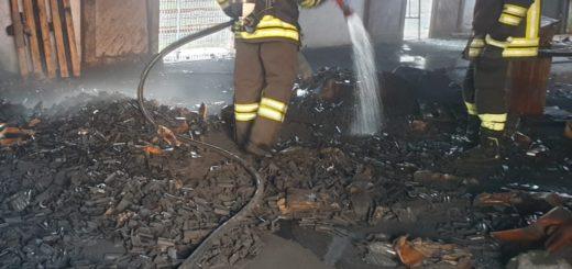 rogo nel deposito ferroviario - intervento dei vigili del fuoco