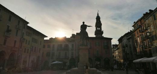 piazza del cavallo e torre foto bertozzi