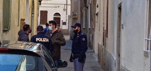 Polizia vicolo di via Caccia