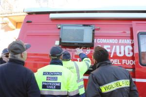 I Vigili del Fuoco controllano con la Protezione Civile l'area da controllare